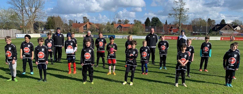 U11-Teams freuen sich über neue Warmmach-Shirts